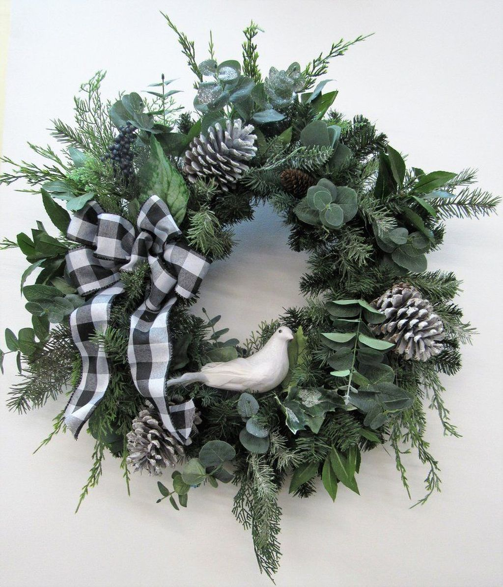 Beautiful Winter Wreaths Design Ideas 12