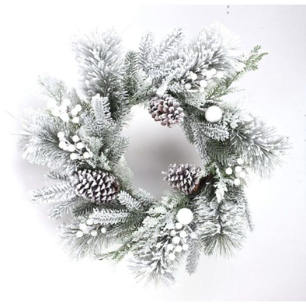 Beautiful Winter Wreaths Design Ideas 14