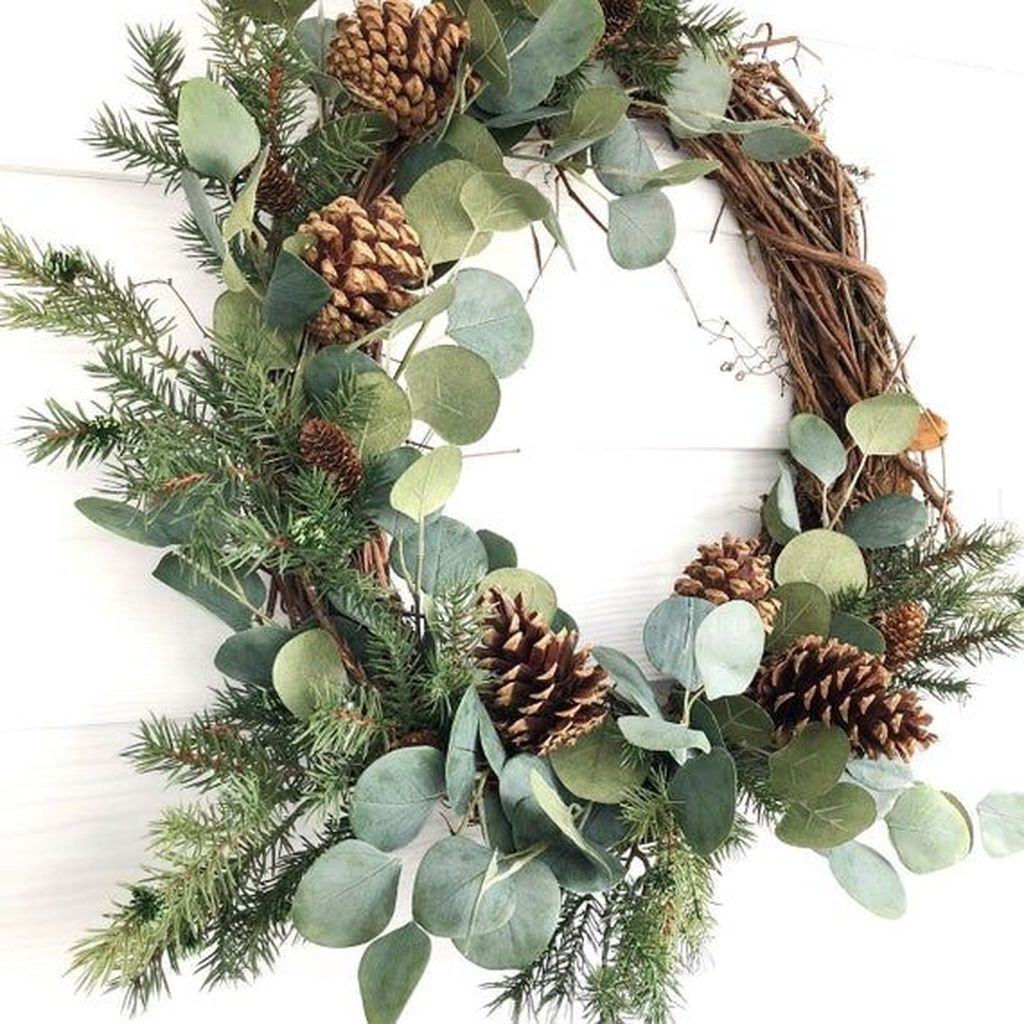 Beautiful Winter Wreaths Design Ideas 21