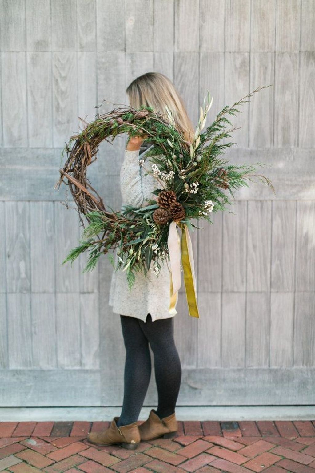 Beautiful Winter Wreaths Design Ideas 23