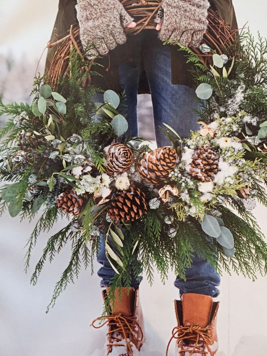 Beautiful Winter Wreaths Design Ideas 31