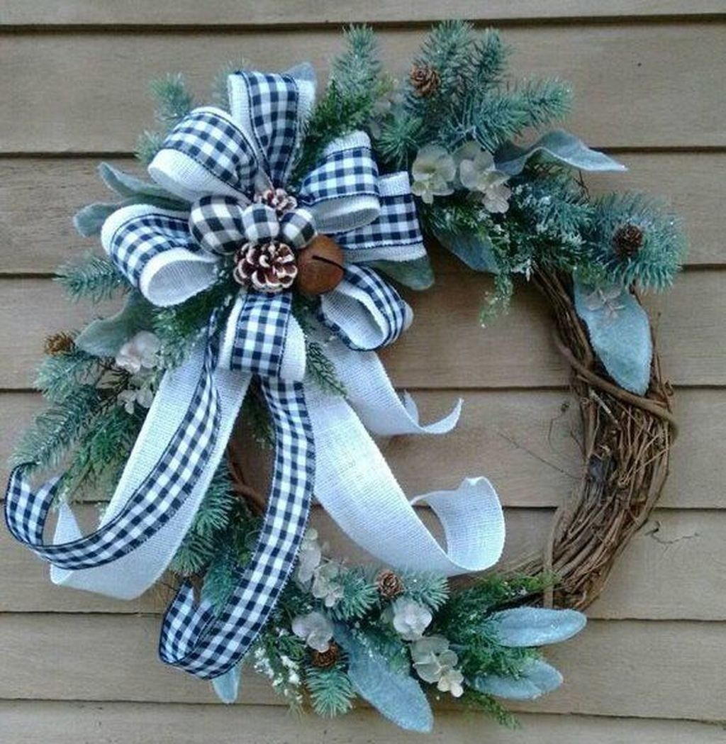 Beautiful Winter Wreaths Design Ideas 33