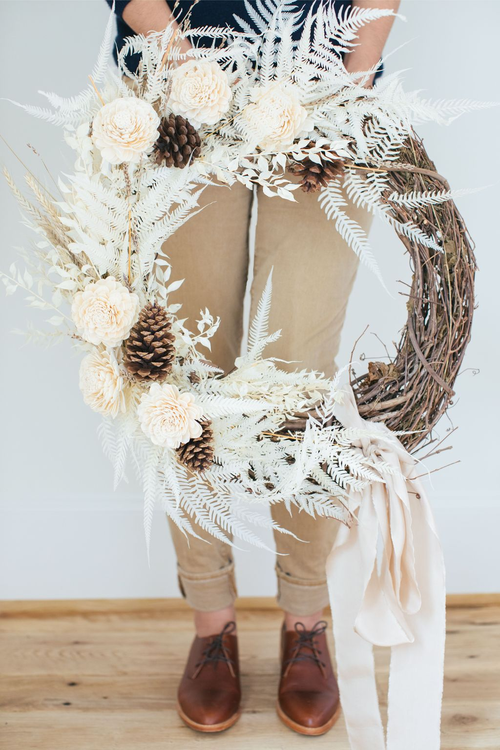 Beautiful Winter Wreaths Design Ideas 44