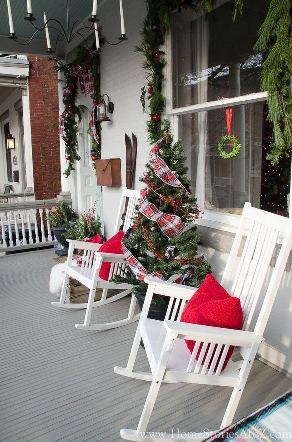 Fabulous Christmas Patio Decor Ideas 32