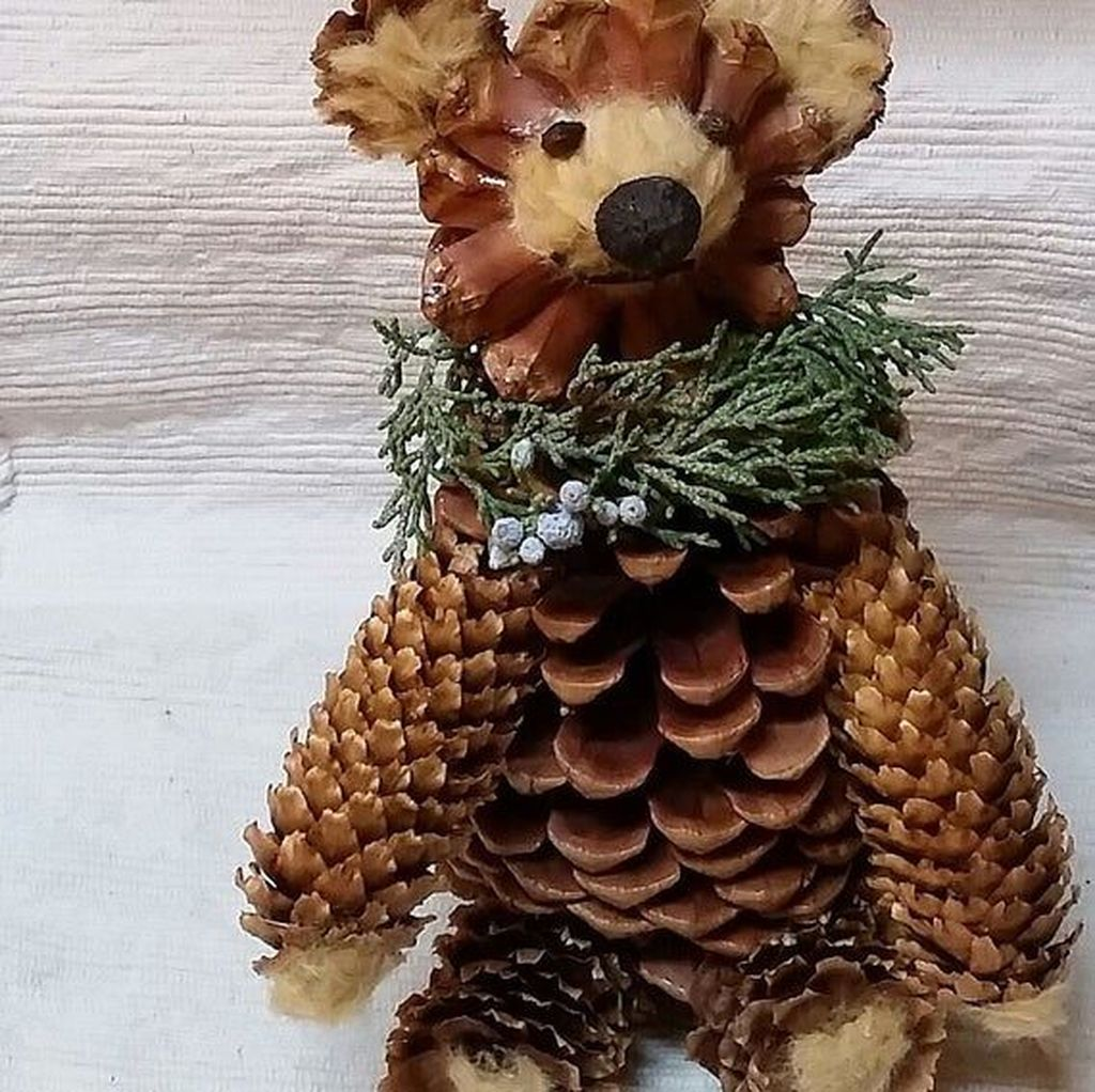 Fabulous Christmas Pine Cone Decorations 07