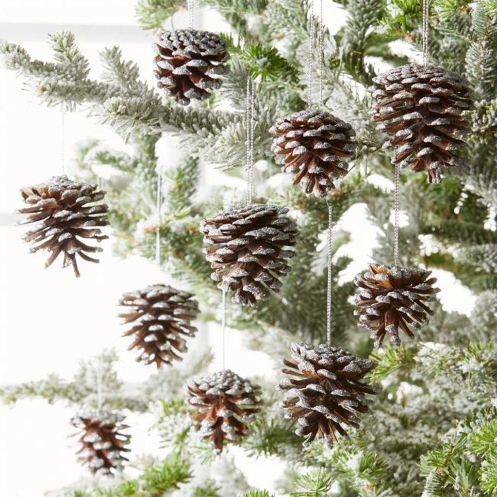 Fabulous Christmas Pine Cone Decorations 14