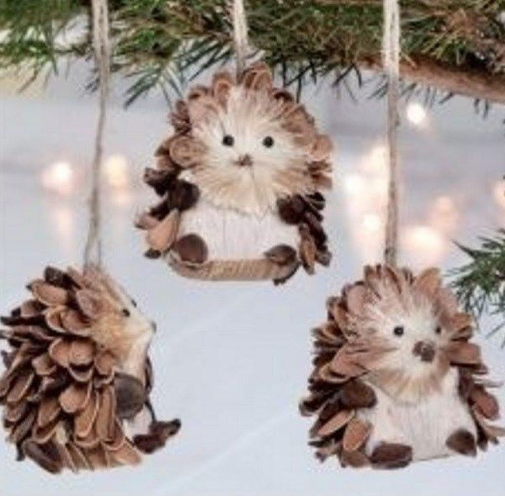Fabulous Christmas Pine Cone Decorations 21