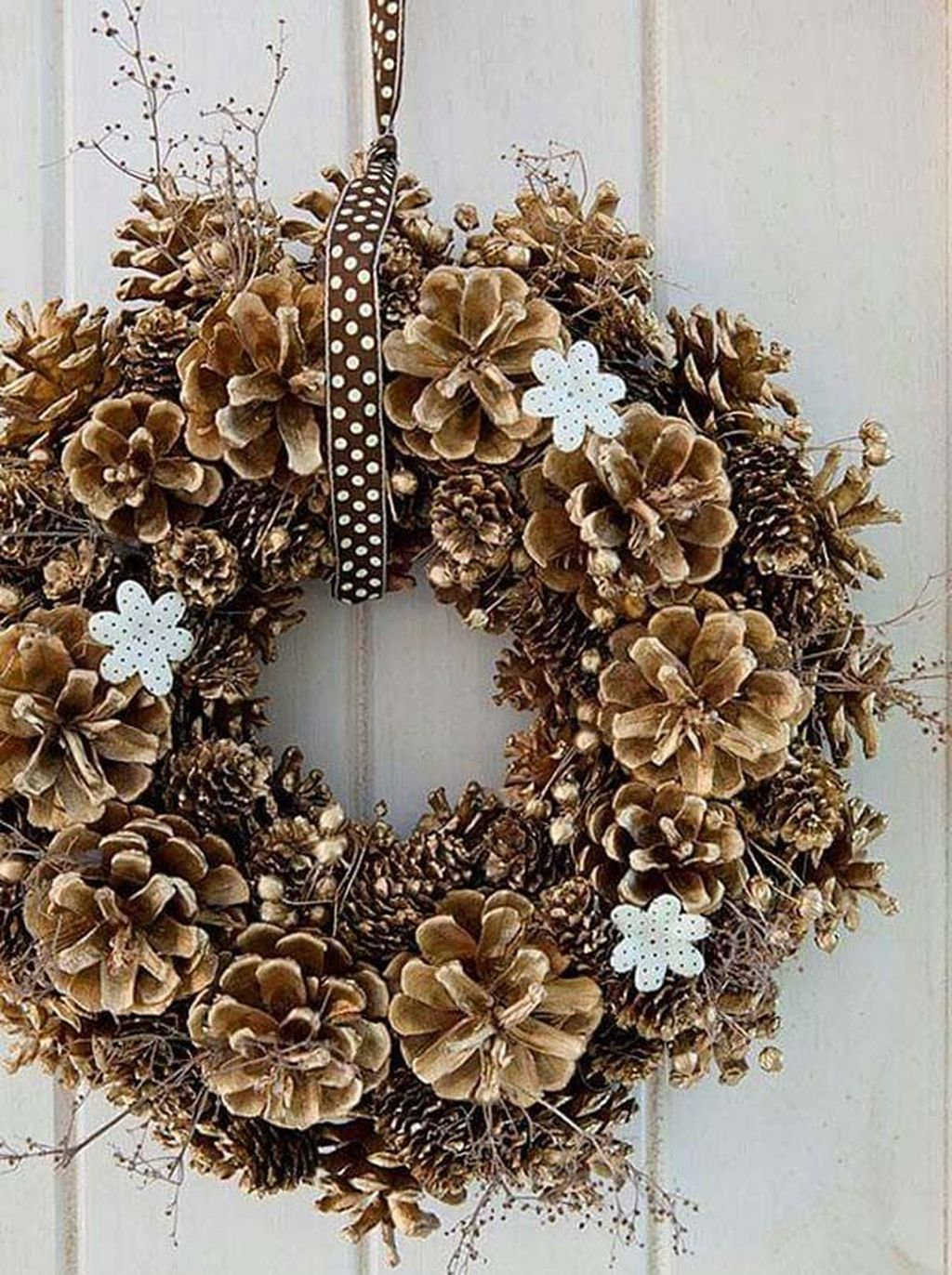 Fabulous Christmas Pine Cone Decorations 36