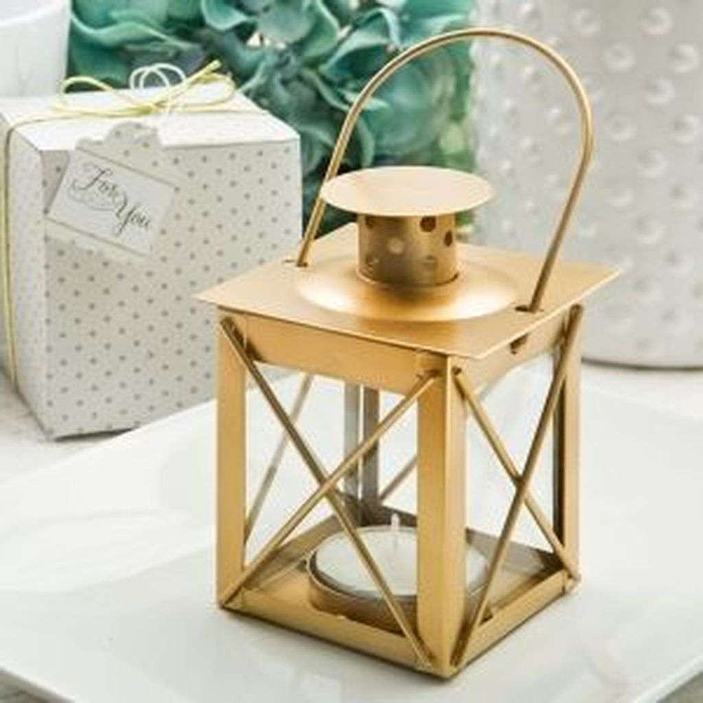 Fabulous Winter Lantern Centerpieces Ideas 35