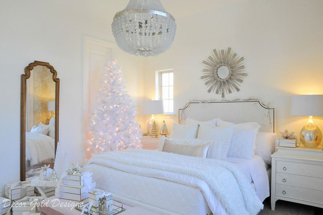 Gorgeous White Christmas Bedroom Decorating Ideas 16