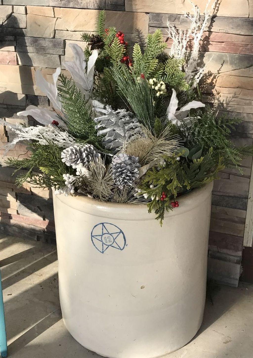 Gorgeous Winter Porch Decor Ideas 11