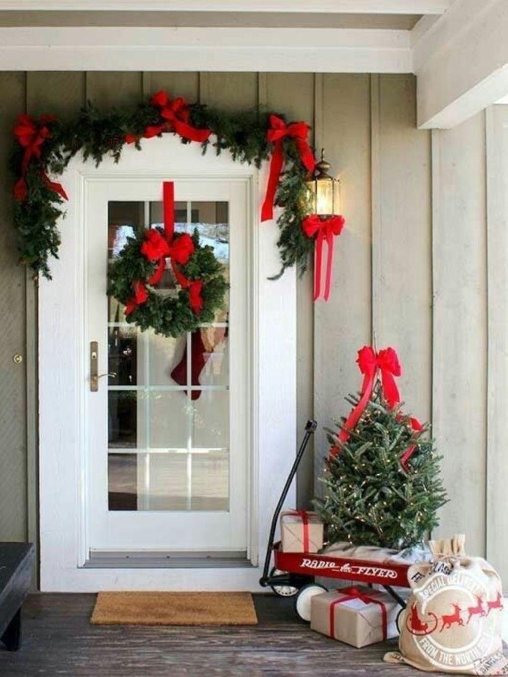 Gorgeous Winter Porch Decor Ideas 34