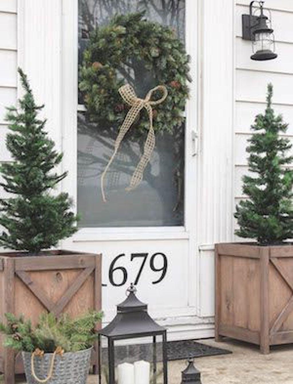 Gorgeous Winter Porch Decor Ideas 35