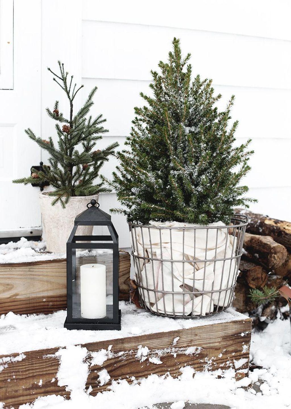 Gorgeous Winter Porch Decor Ideas 42