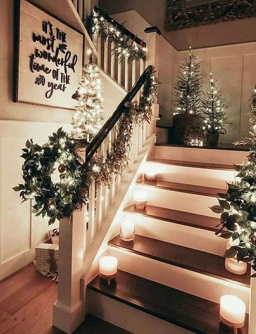 Lovely Christmas Wall Decor Ideas For Your Homes 06