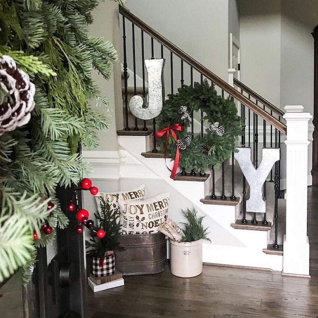 Lovely Christmas Wall Decor Ideas For Your Homes 08