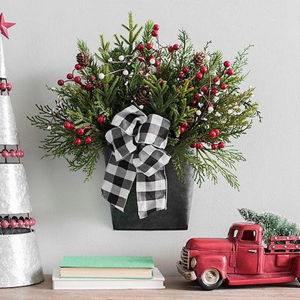 Lovely Christmas Wall Decor Ideas For Your Homes 29