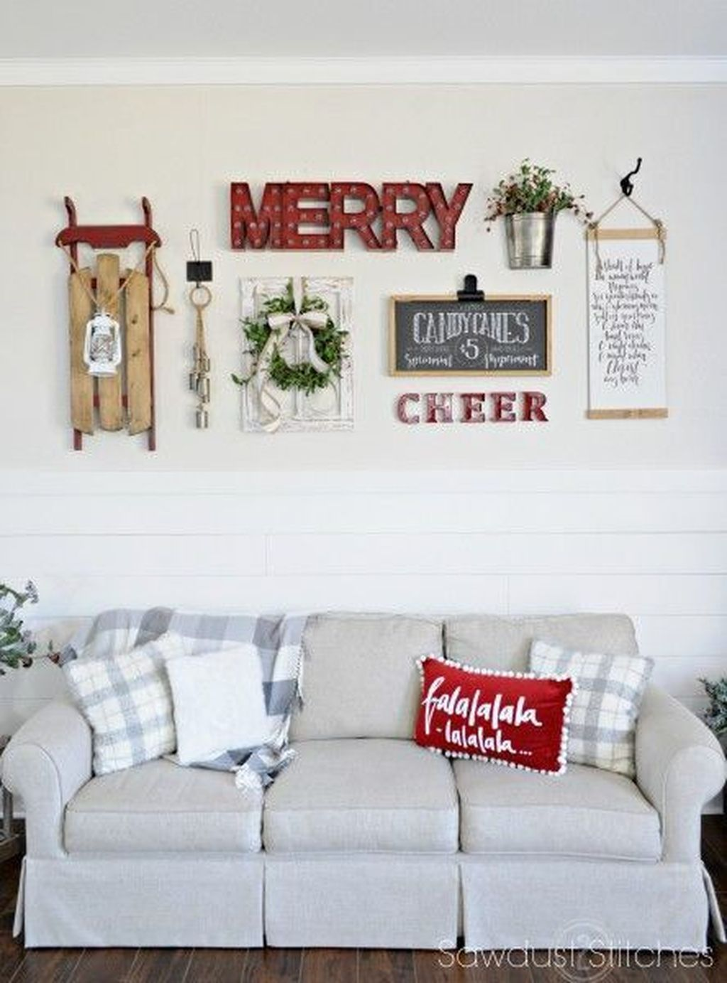 Lovely Christmas Wall Decor Ideas For Your Homes 37