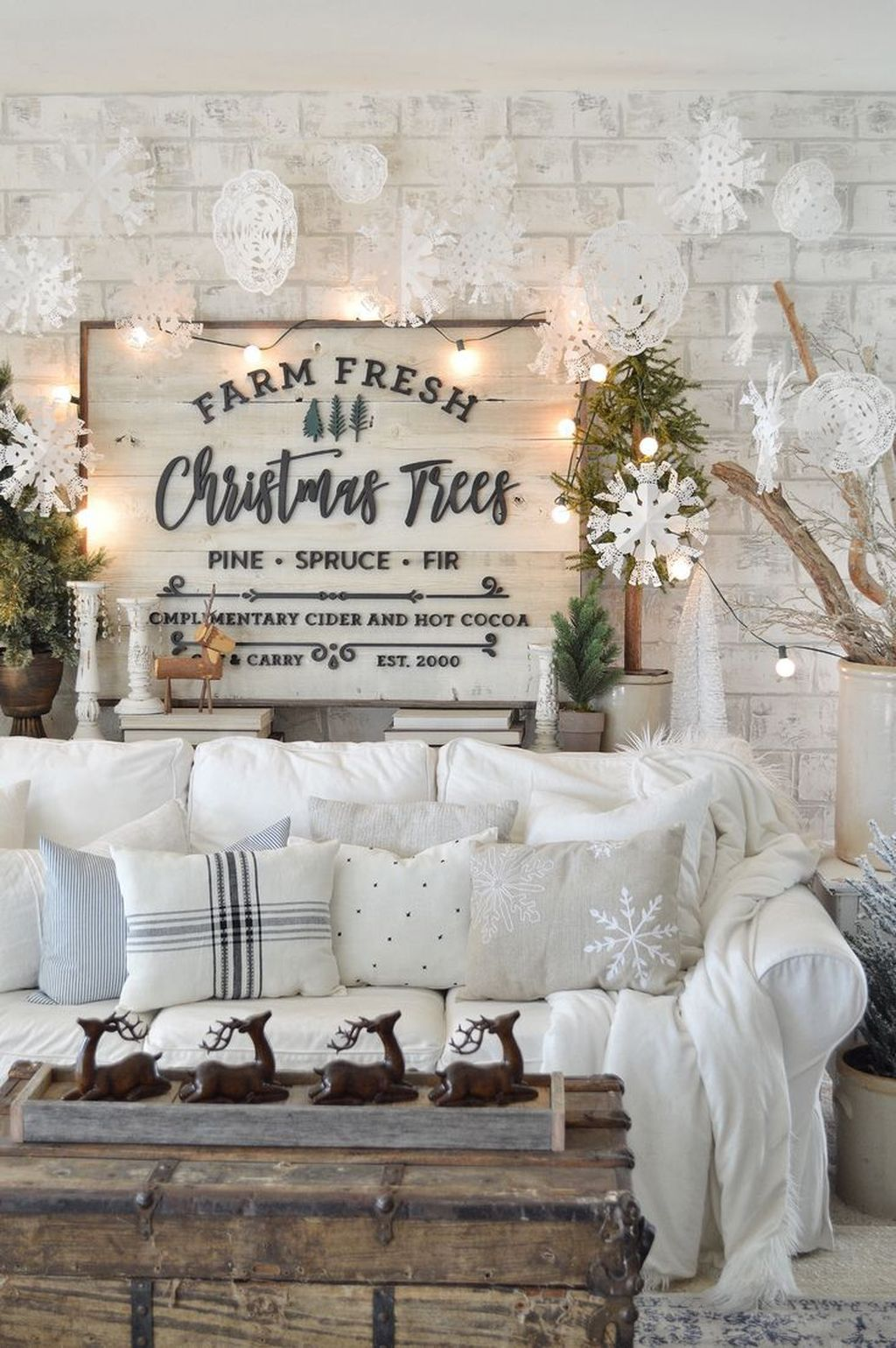 Lovely Winter Wonderland Home Decoration Ideas Look Beautiful 38