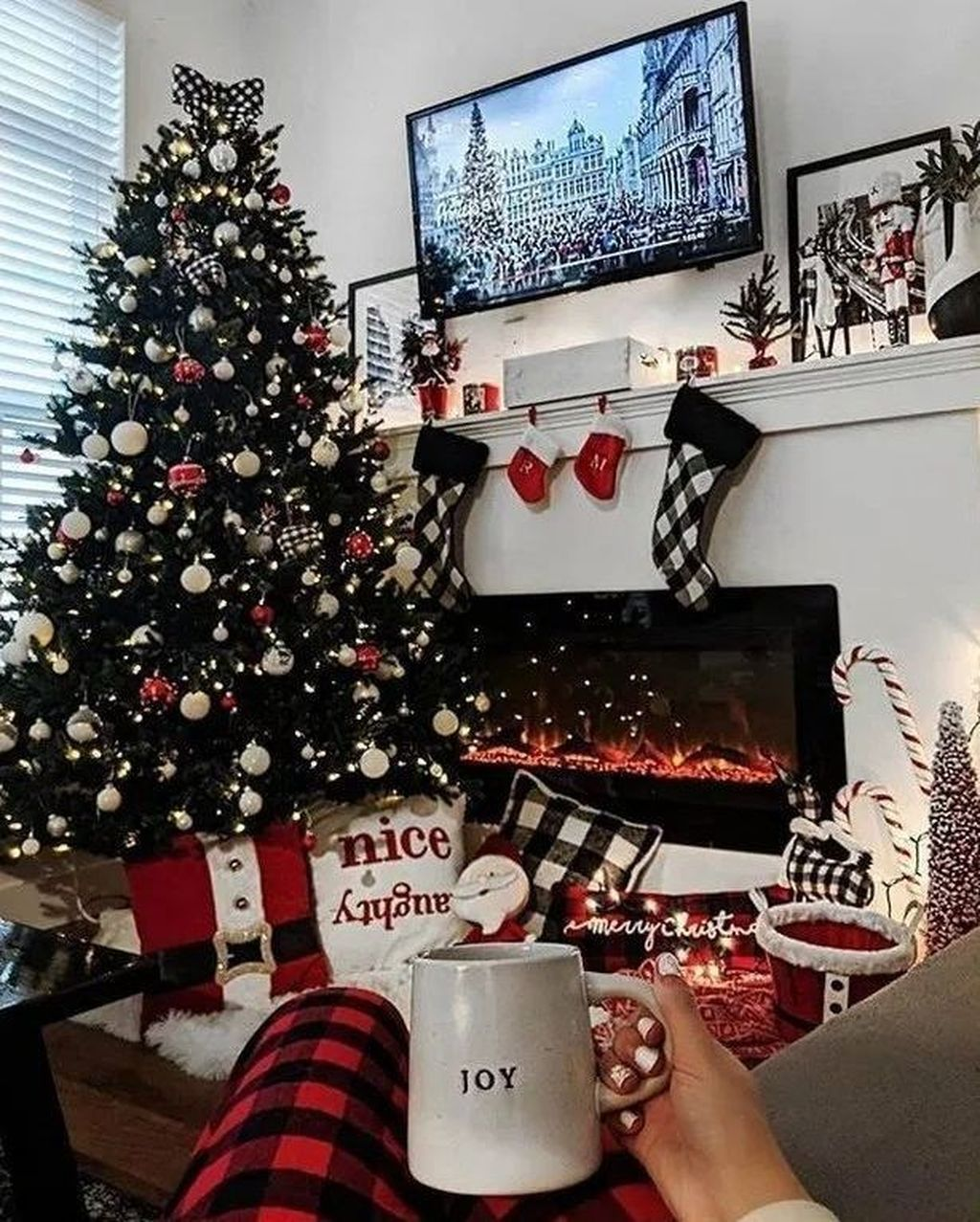 Popular Christmas Theme Apartment Decorations 13