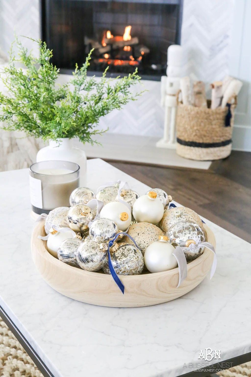 Popular Christmas Theme Coffee Table Decoration Ideas 02