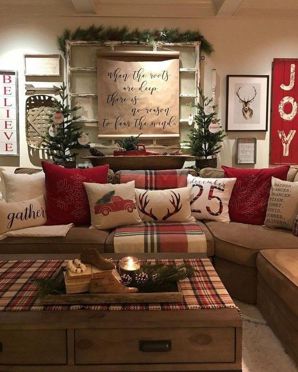 Popular Christmas Theme Coffee Table Decoration Ideas 05