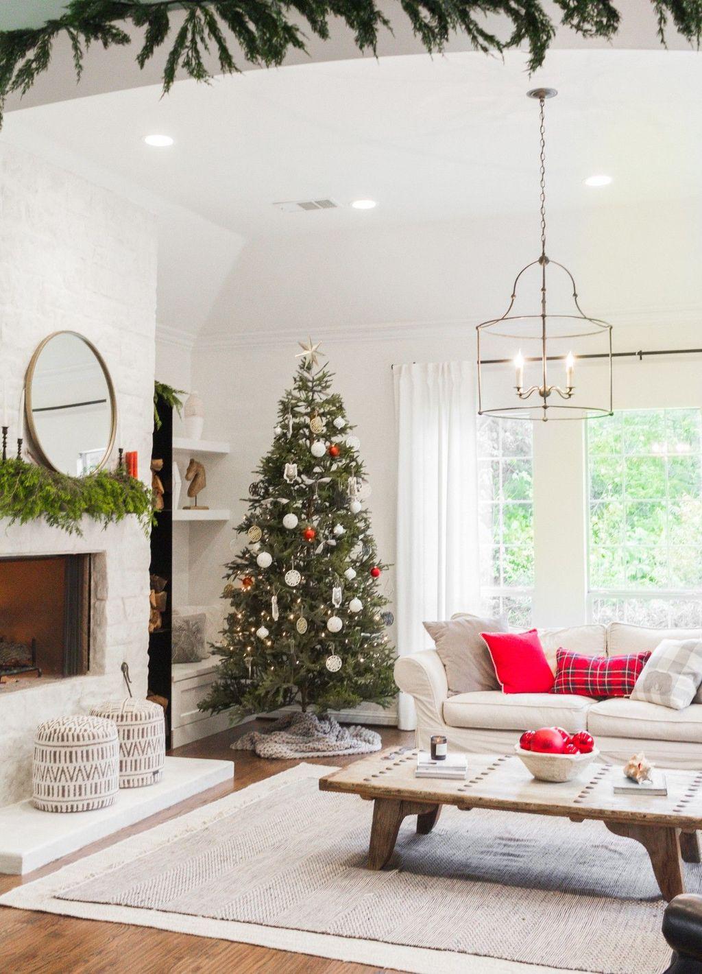 Popular Christmas Theme Coffee Table Decoration Ideas 07