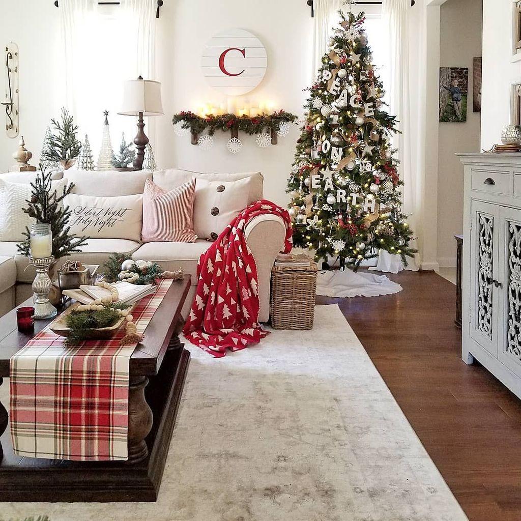 Popular Christmas Theme Coffee Table Decoration Ideas 15