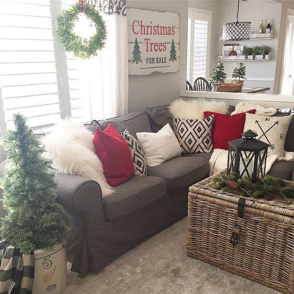 Popular Christmas Theme Coffee Table Decoration Ideas 18