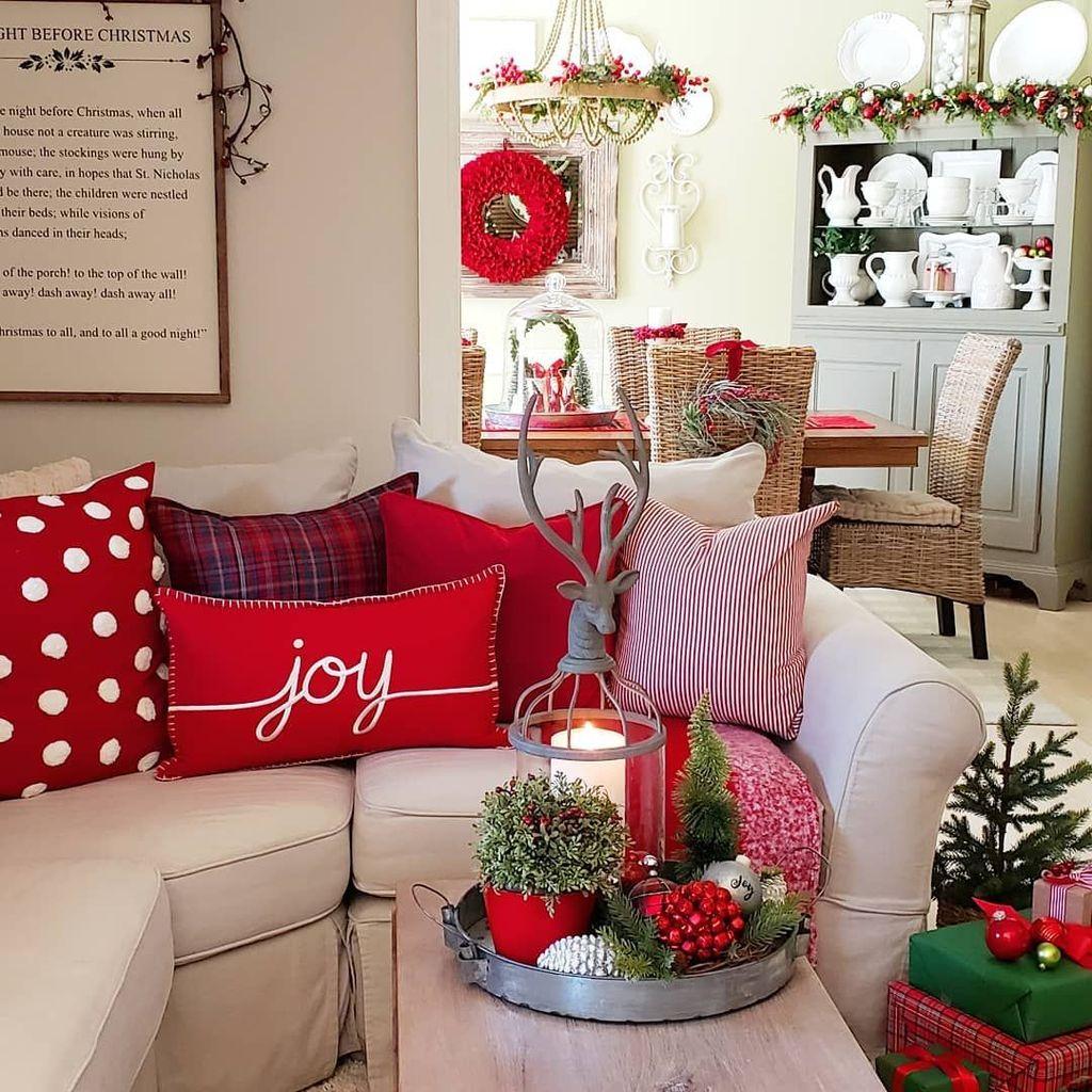 Popular Christmas Theme Coffee Table Decoration Ideas 26