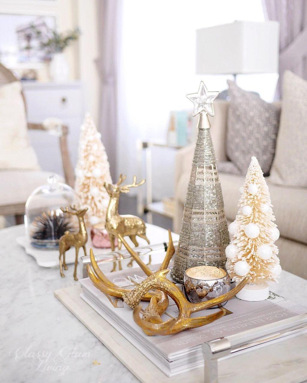 Popular Christmas Theme Coffee Table Decoration Ideas 27