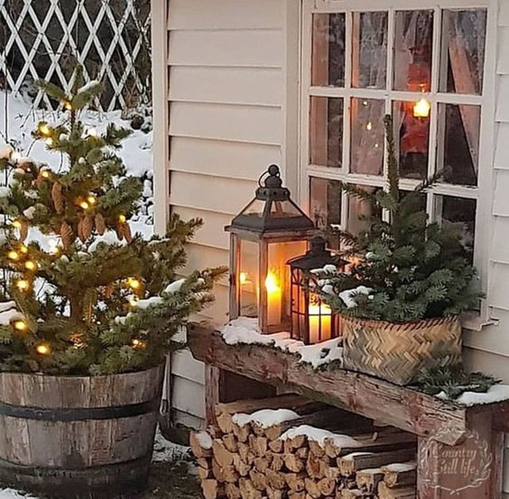 Popular Rustic Winter Porch Decoration Ideas 01