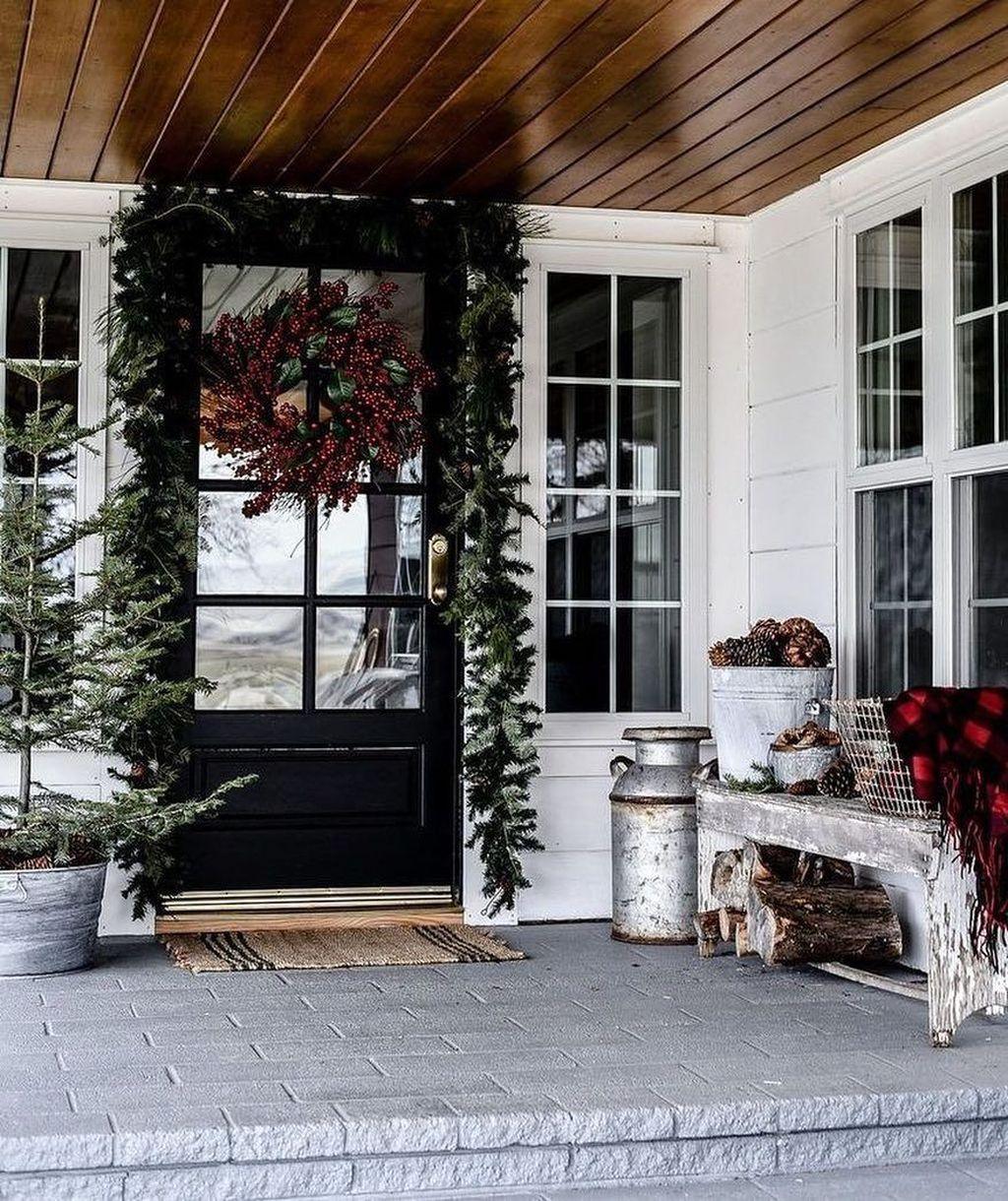 Popular Rustic Winter Porch Decoration Ideas 36