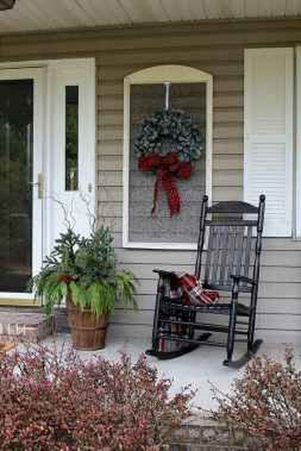 Popular Rustic Winter Porch Decoration Ideas 38