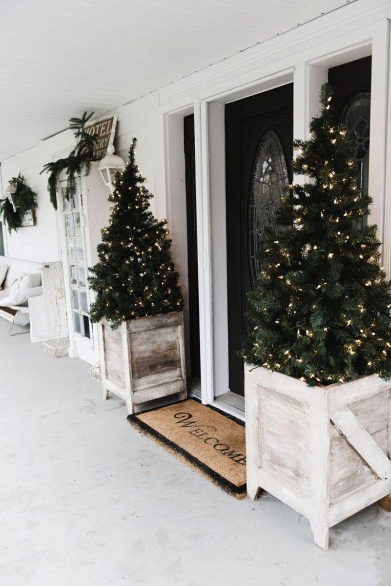 Popular Rustic Winter Porch Decoration Ideas 40