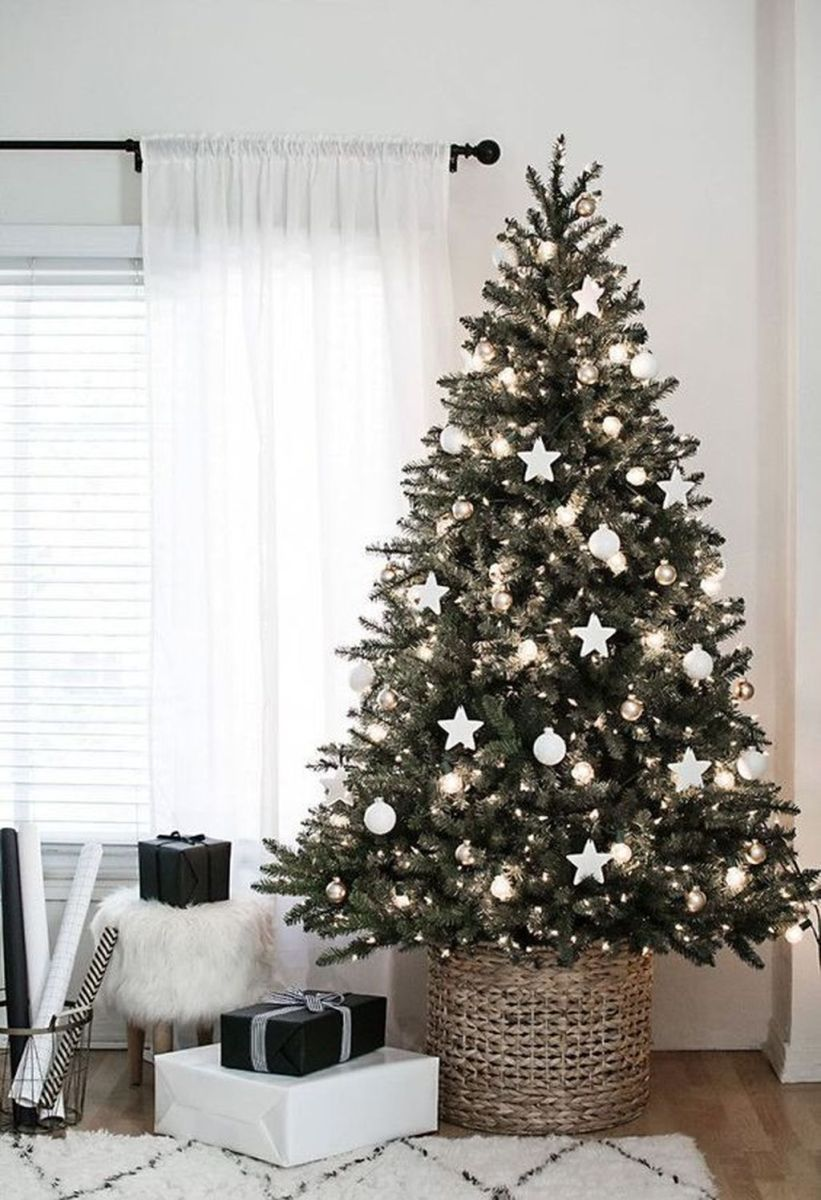 Stunning White Christmas Tree Ideas To Decorate Your Interior 02