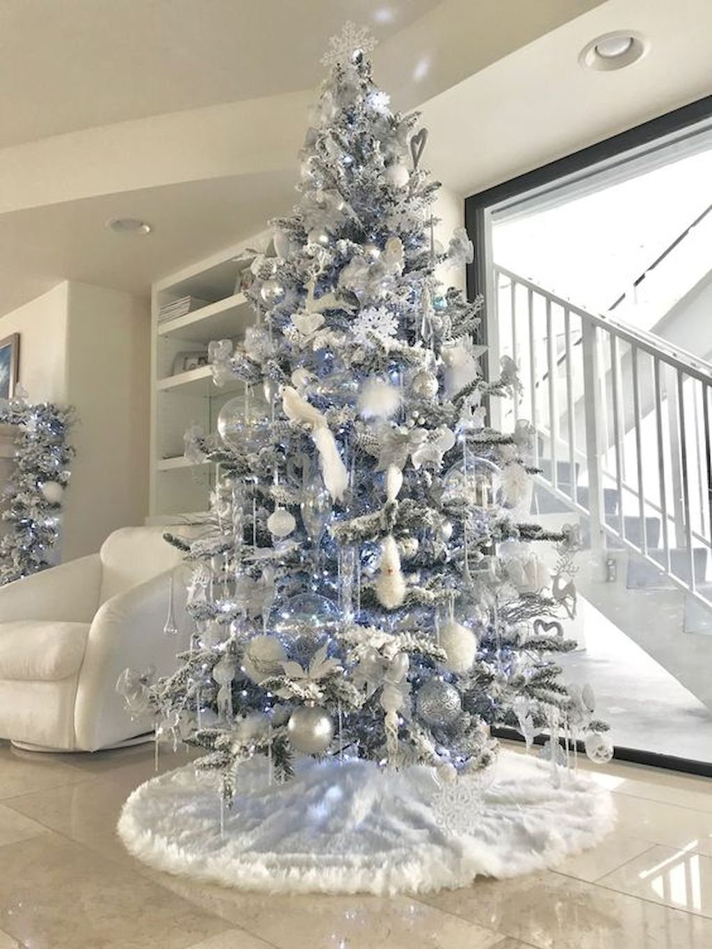 Stunning White Christmas Tree Ideas To Decorate Your Interior 03