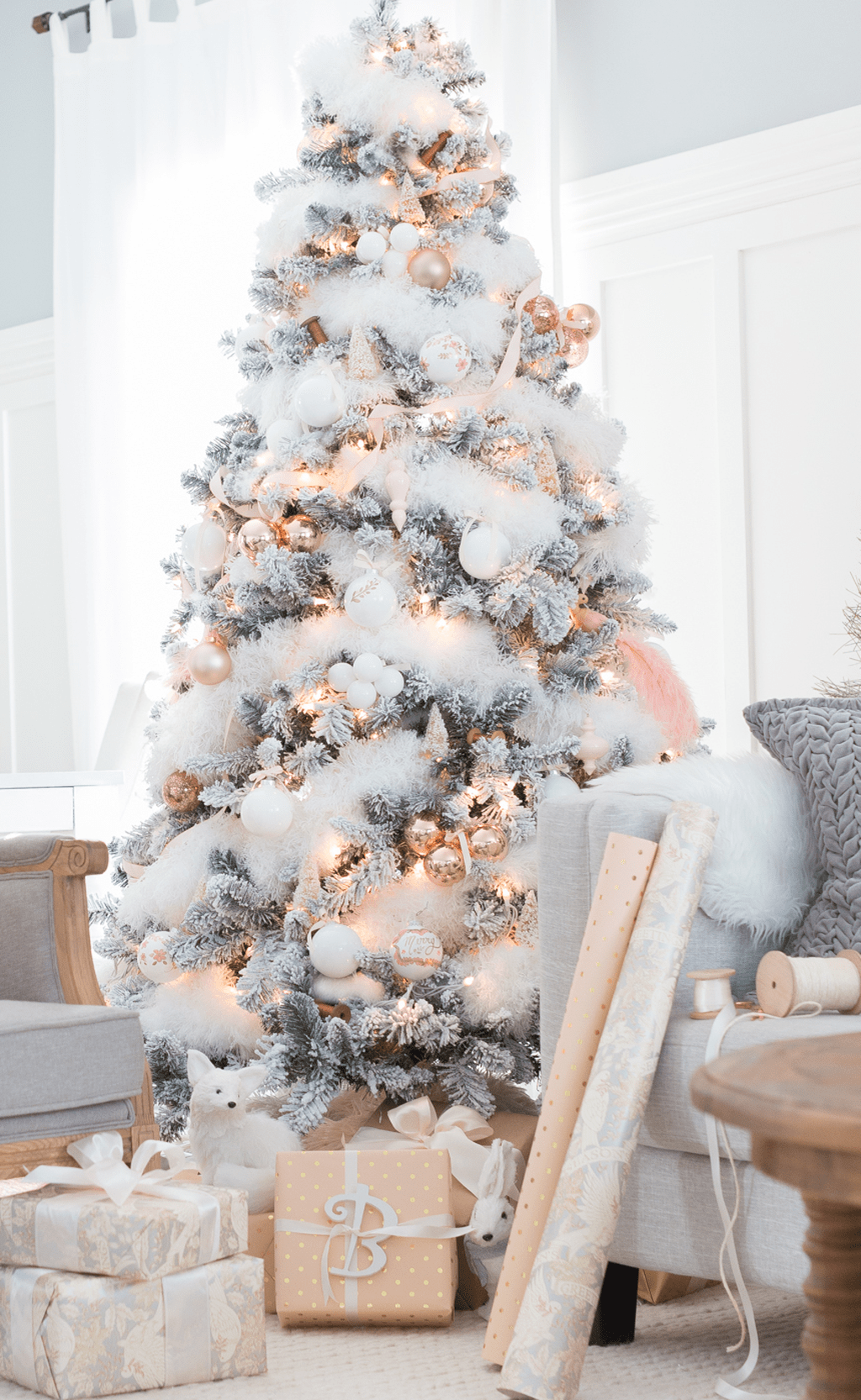 Stunning White Christmas Tree Ideas To Decorate Your Interior 15