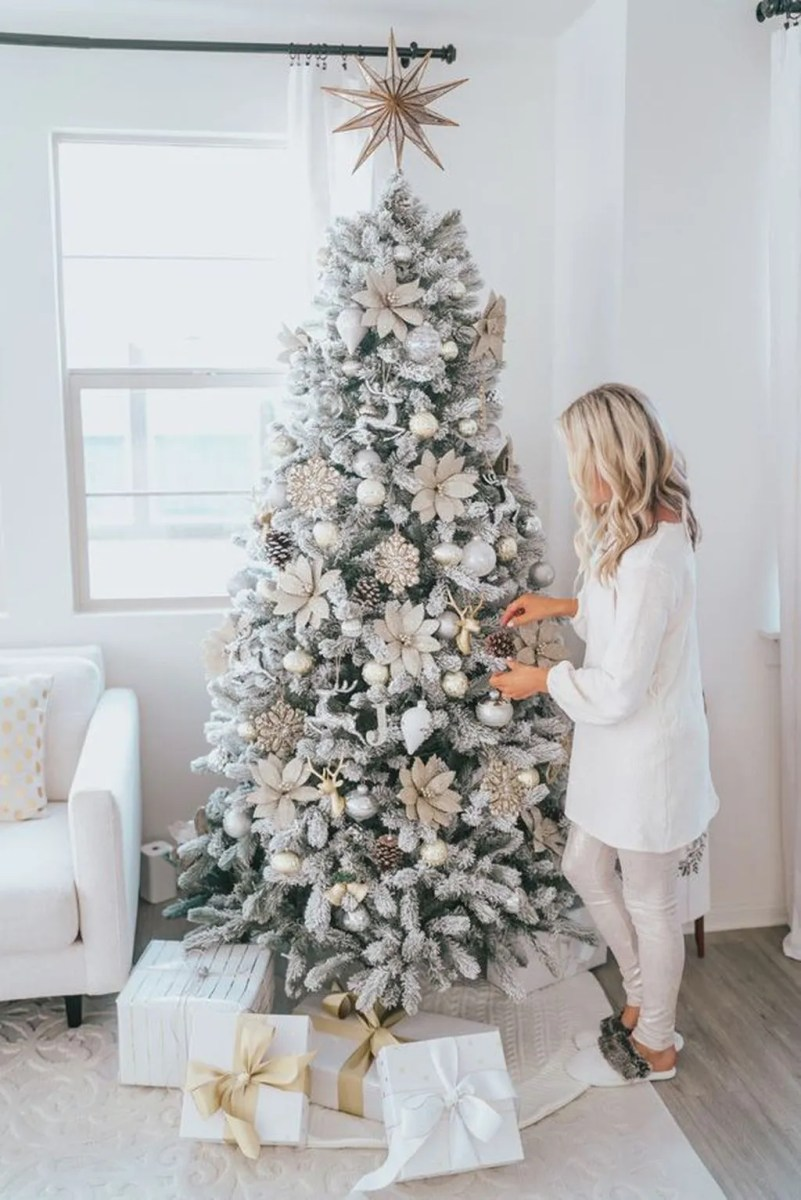 Stunning White Christmas Tree Ideas To Decorate Your Interior 17