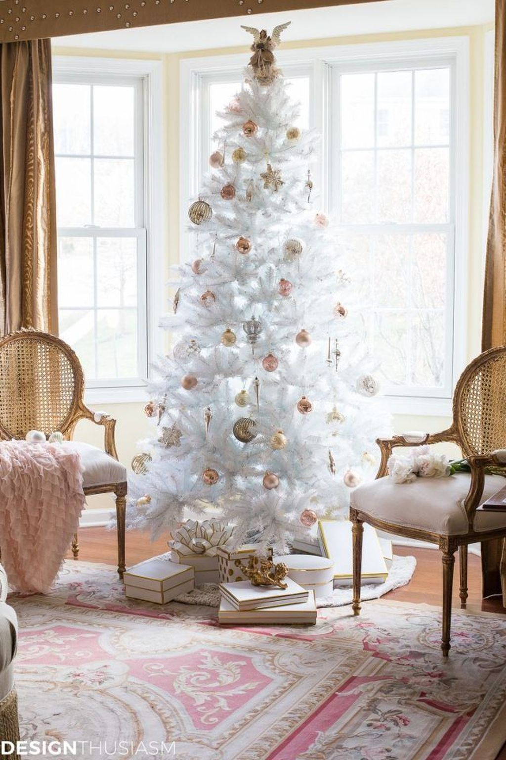 Stunning White Christmas Tree Ideas To Decorate Your Interior 21