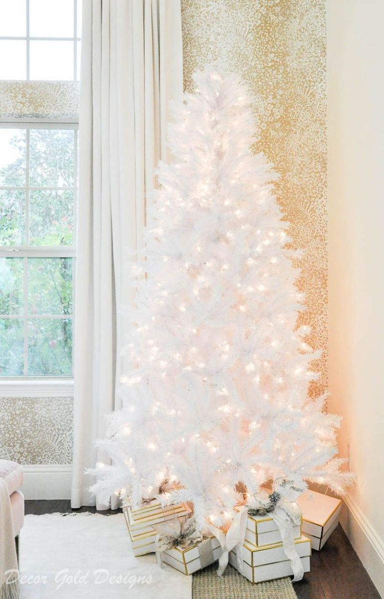 Stunning White Christmas Tree Ideas To Decorate Your Interior 33