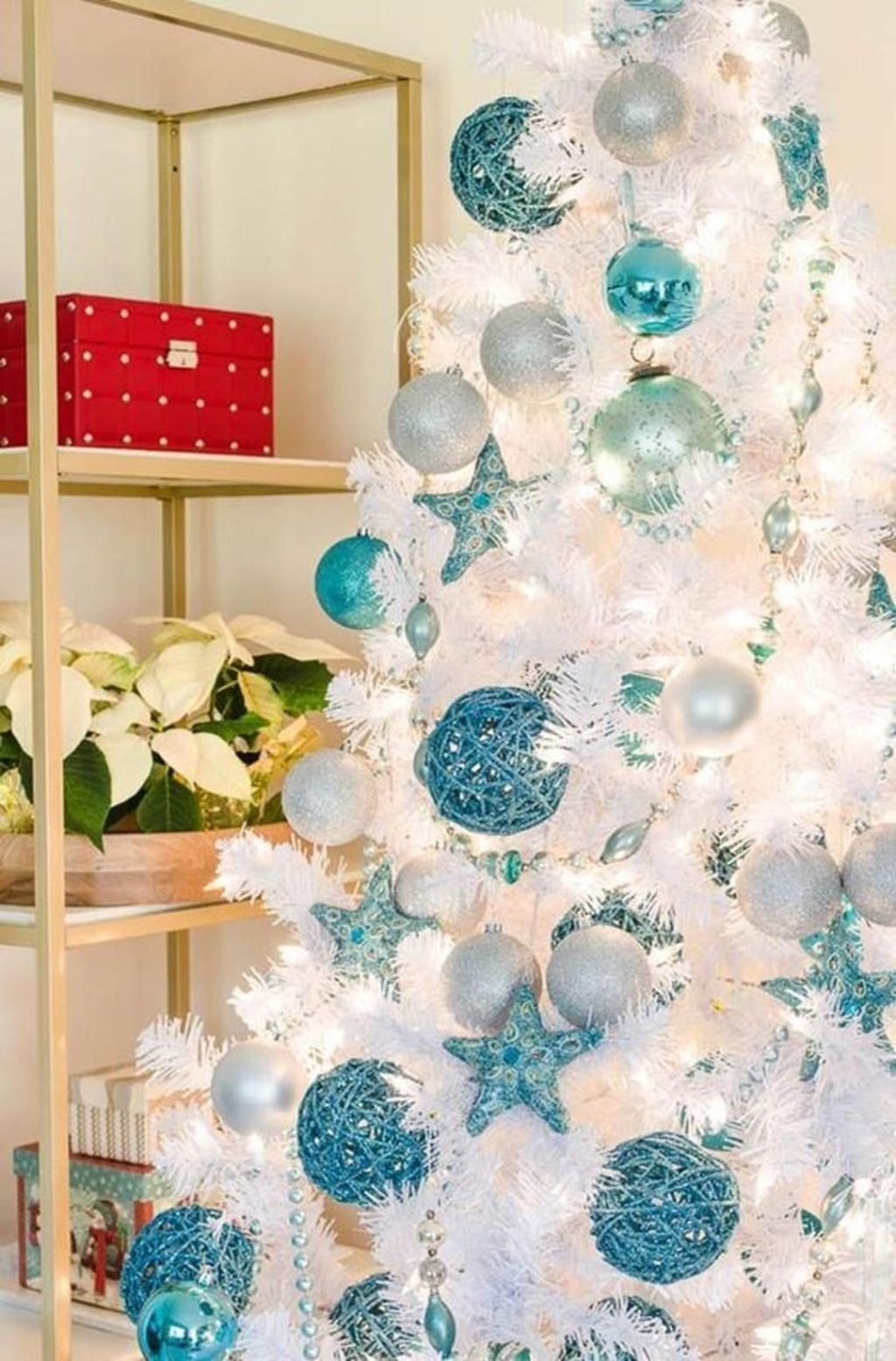 Stunning White Christmas Tree Ideas To Decorate Your Interior 39