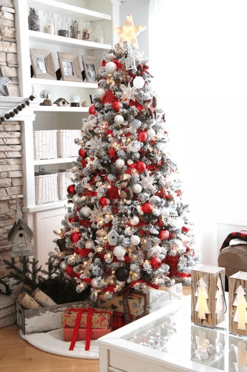 Stunning White Christmas Tree Ideas To Decorate Your Interior 44
