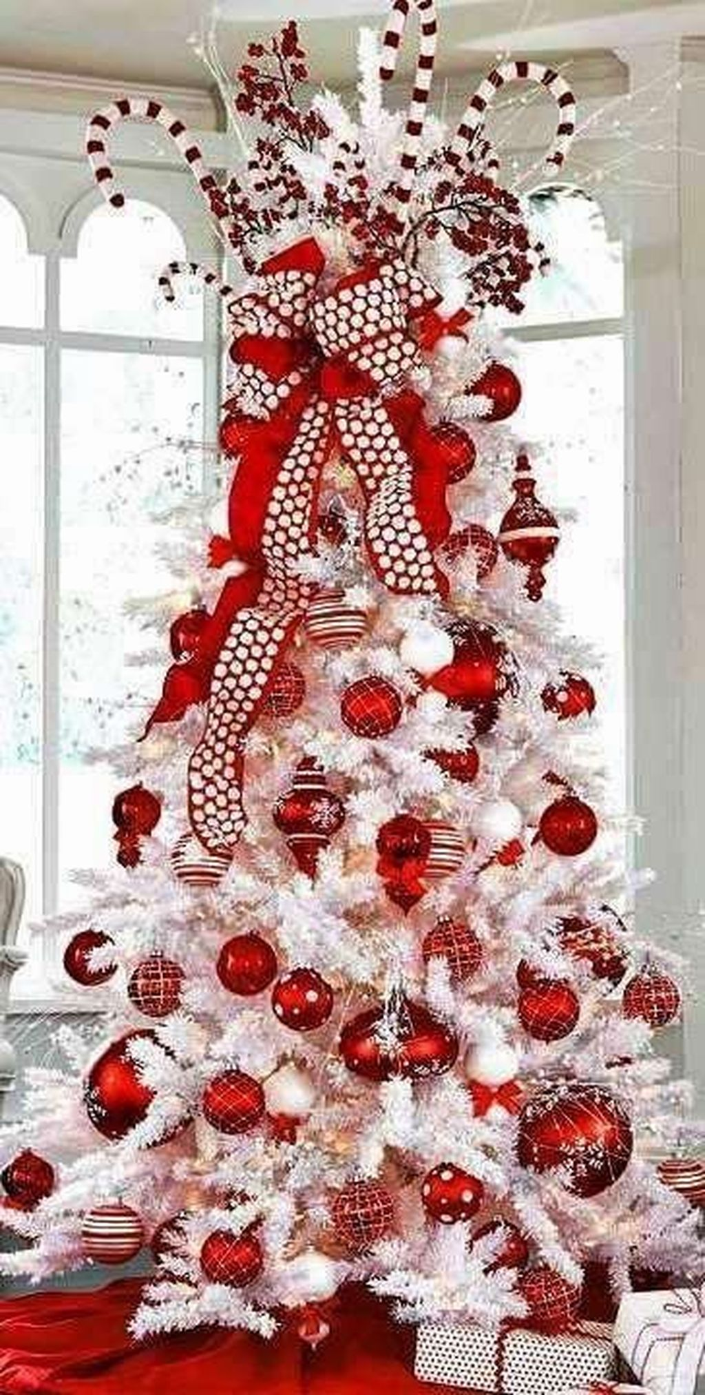 Stunning White Christmas Tree Ideas To Decorate Your Interior 48