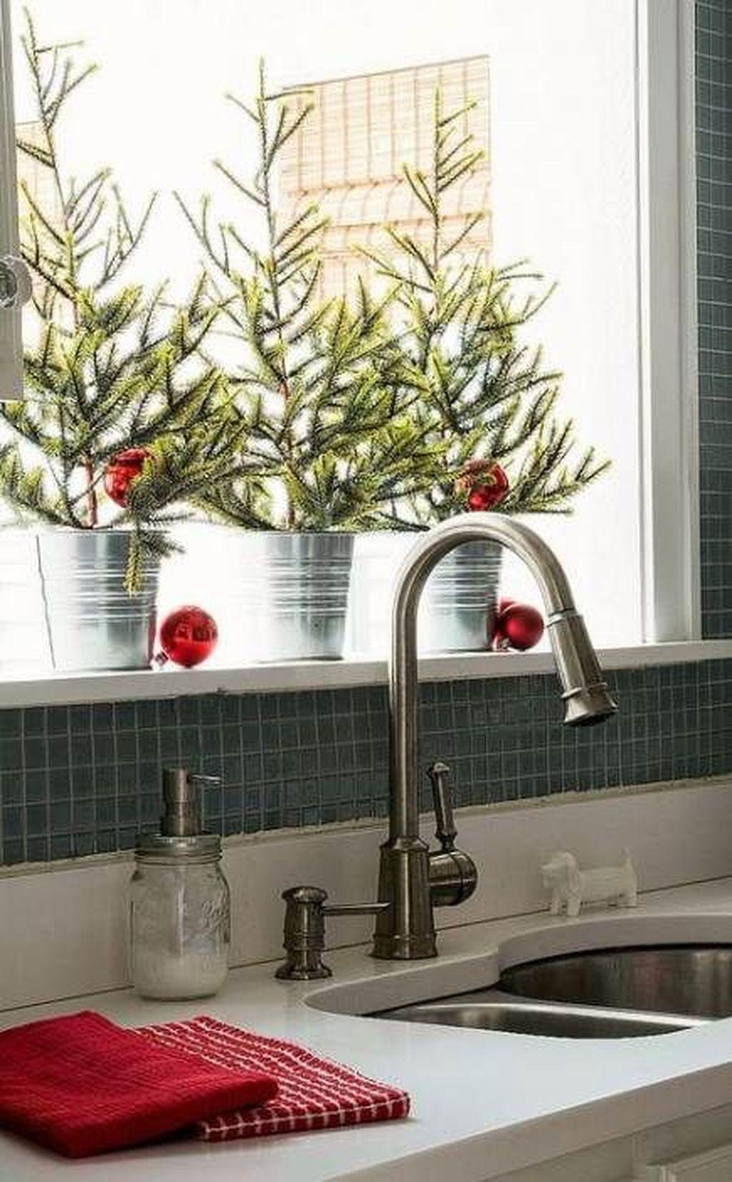 Stunning Winter Theme Kitchen Decorating Ideas 15