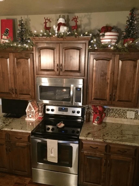 Stunning Winter Theme Kitchen Decorating Ideas 25