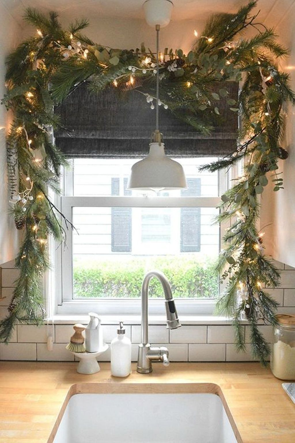 Stunning Winter Theme Kitchen Decorating Ideas 32