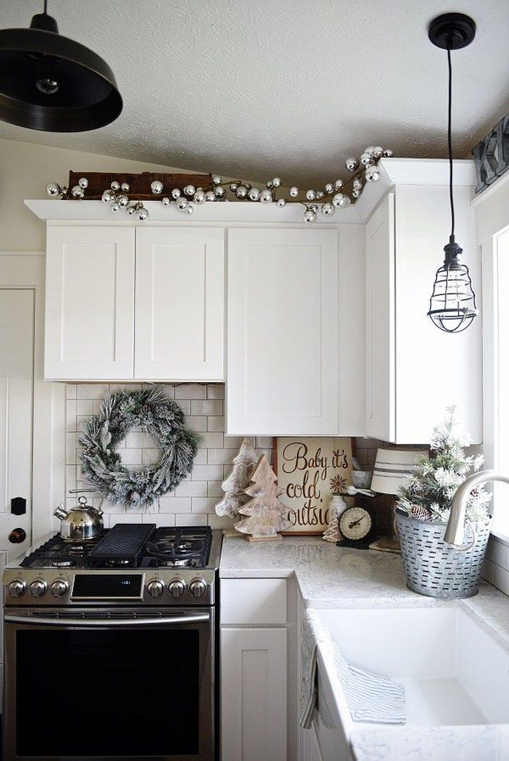 Stunning Winter Theme Kitchen Decorating Ideas 33