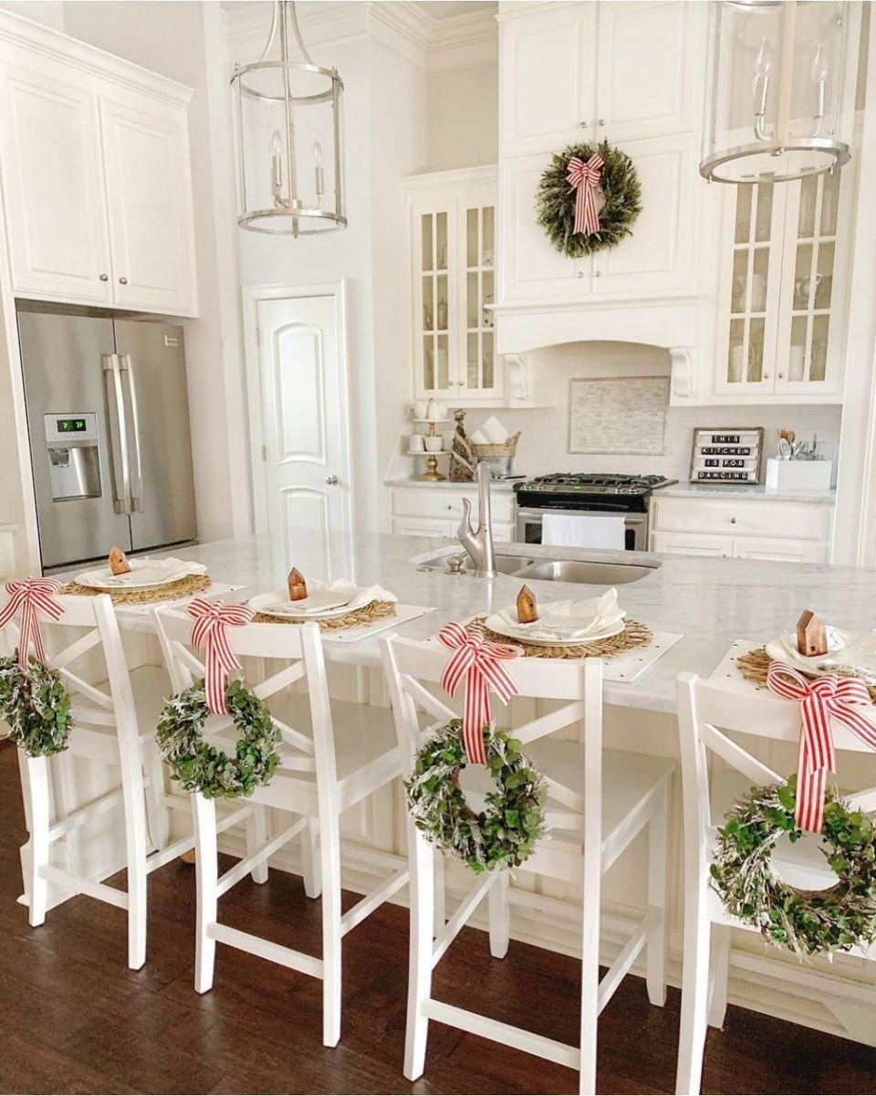 Stunning Winter Theme Kitchen Decorating Ideas 36