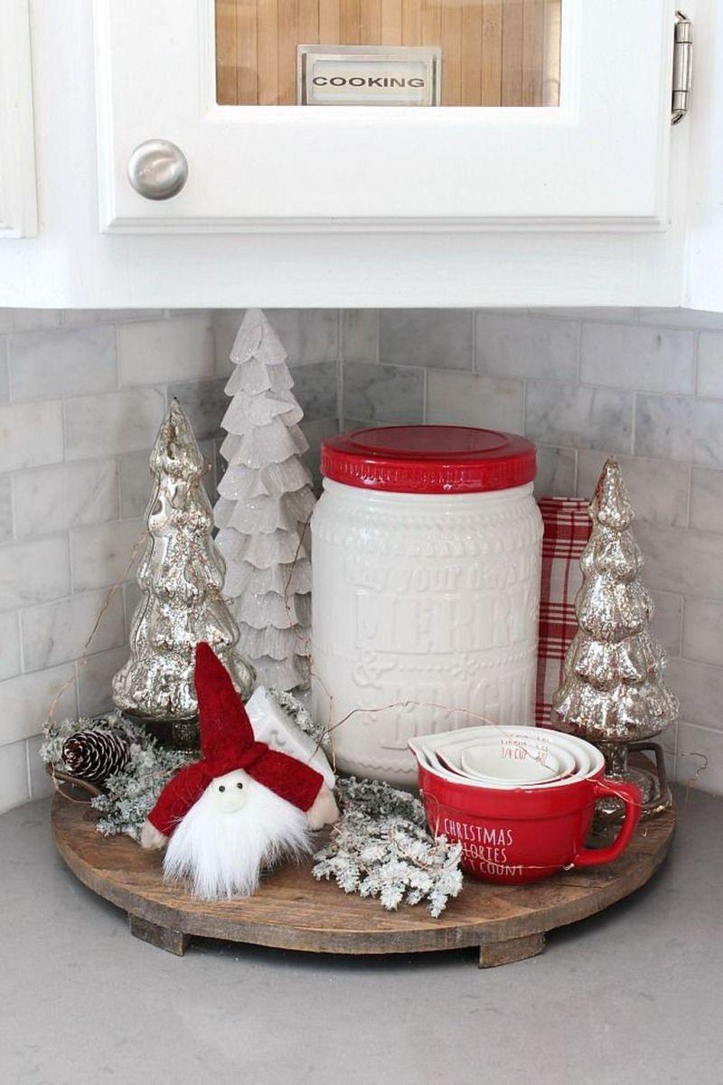 Stunning Winter Theme Kitchen Decorating Ideas 44